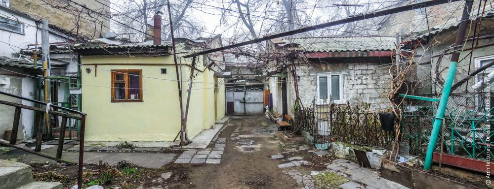 Жилой дом и флигель на Гимназической, 25