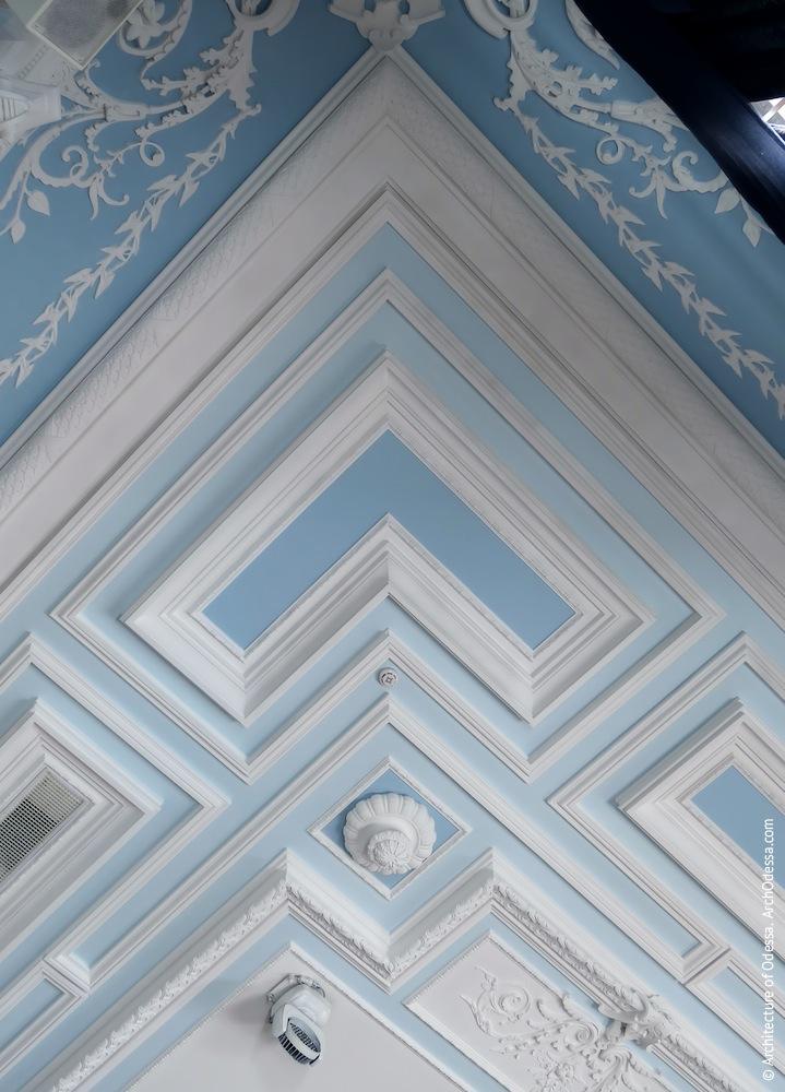Фрагмент угловой части потолка