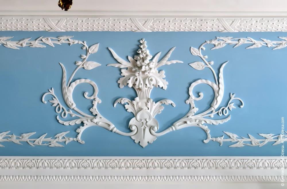 Декор фриза в центральной части