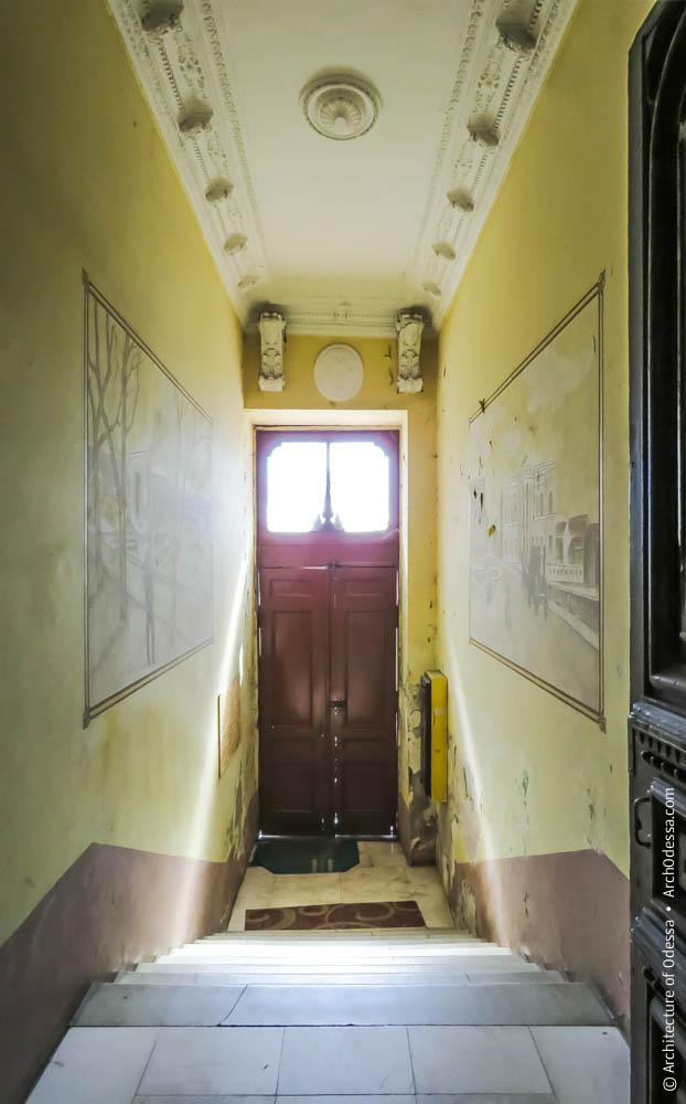 Вид со стороны лестницы