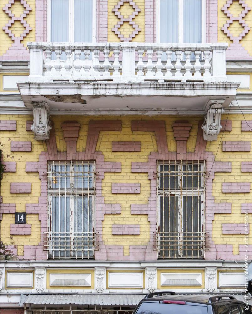 Фрагмент фасадной плоскости первого этажа, отделка простенков