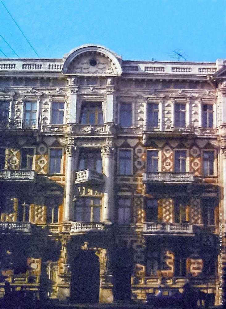Вид центральной части фасада
