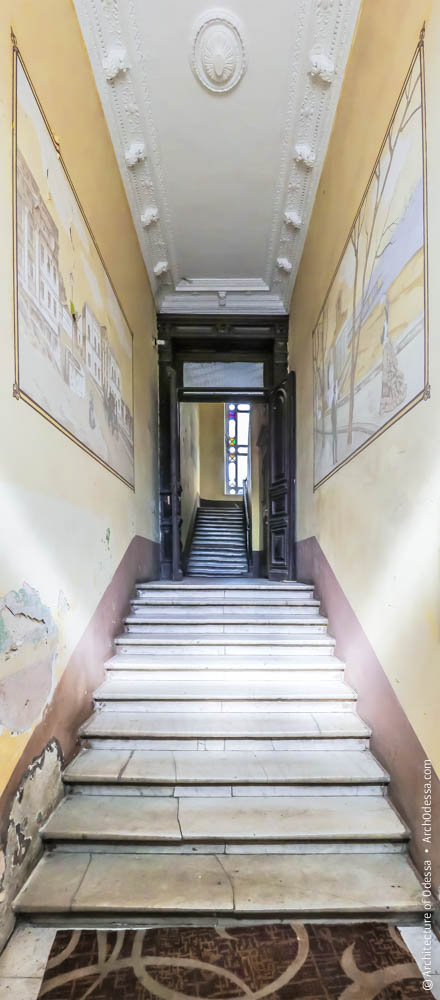 Вид со стороны входа