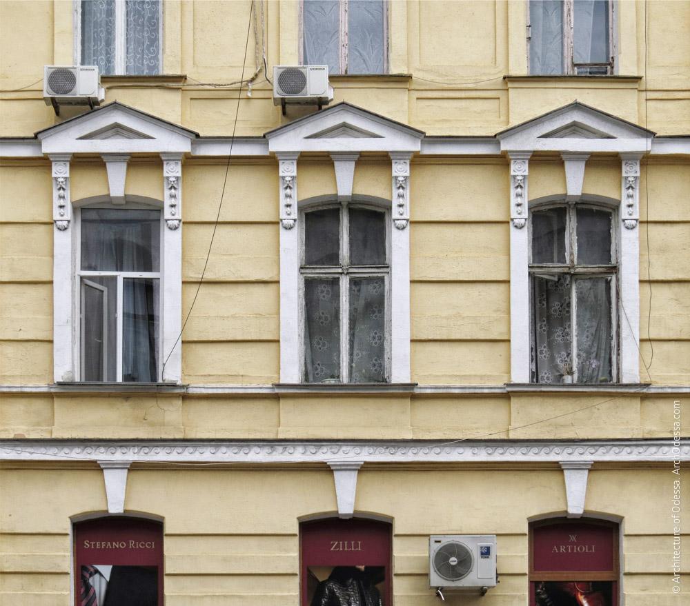 Вікна між ризалітами, загальний вигляд
