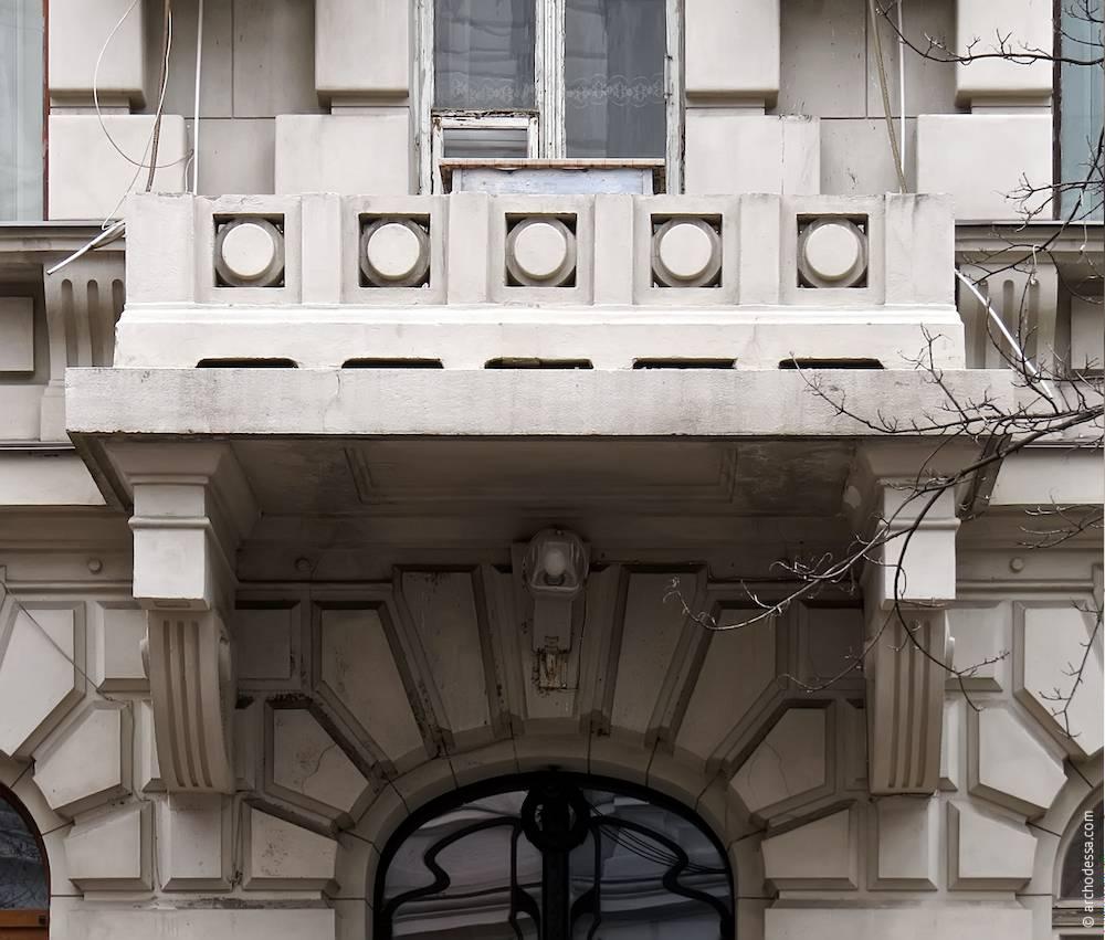Балкон другого поверху з боку вулиці Гоголя