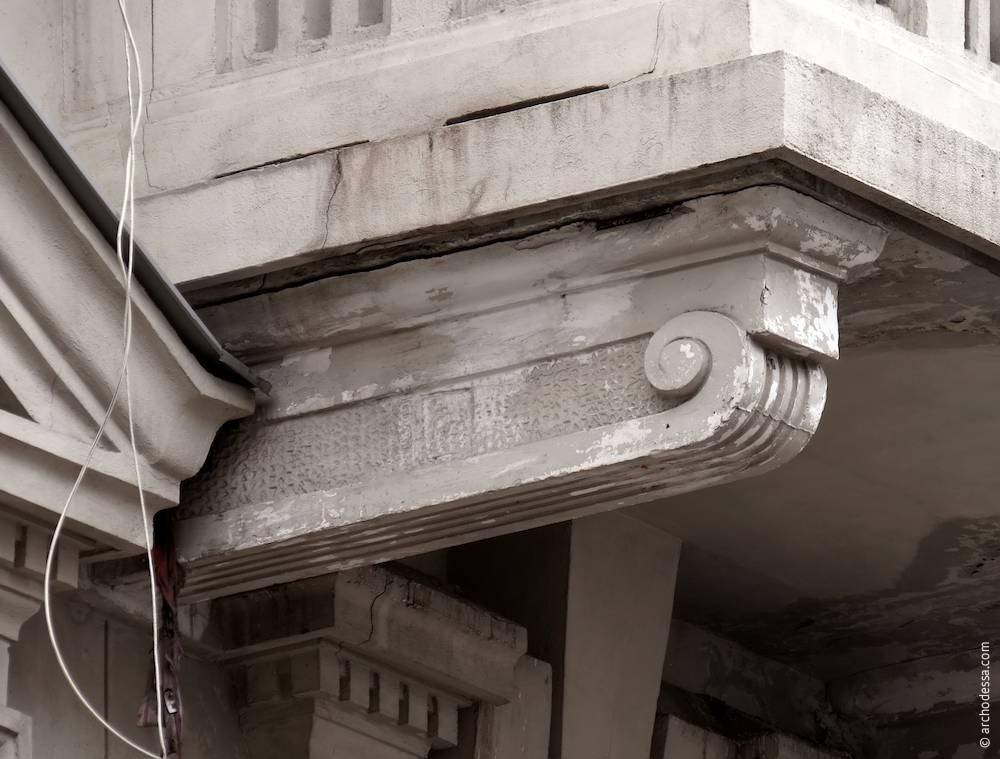 Консоль балкона третього поверху