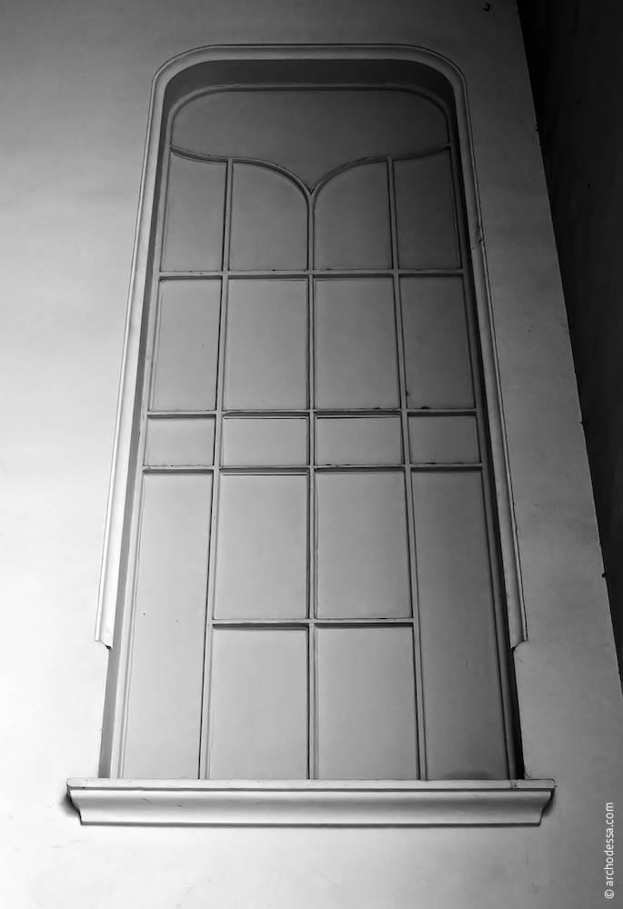 Вікно над міжпрольотним майданчиком