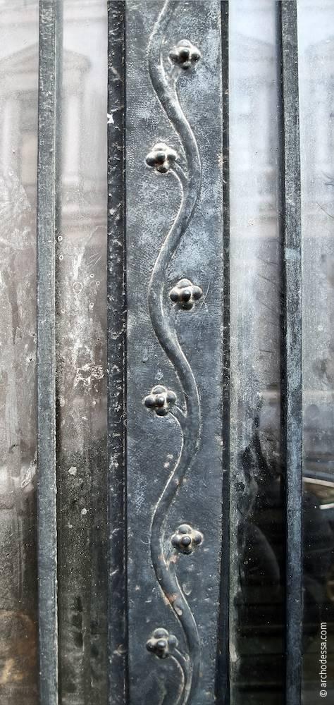 Орнамент на краю стулки