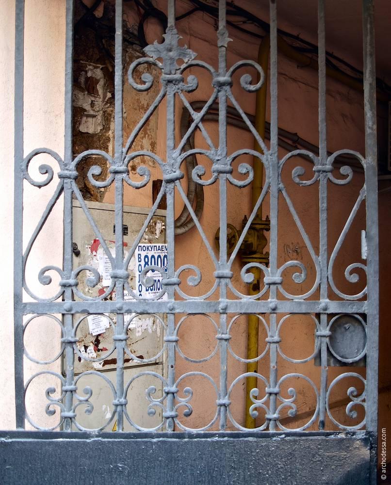 Еклектичні оригінальні ворота, фрагмент