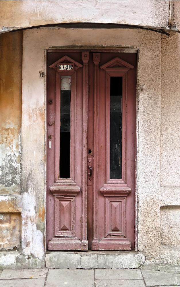 Дверь подъезда