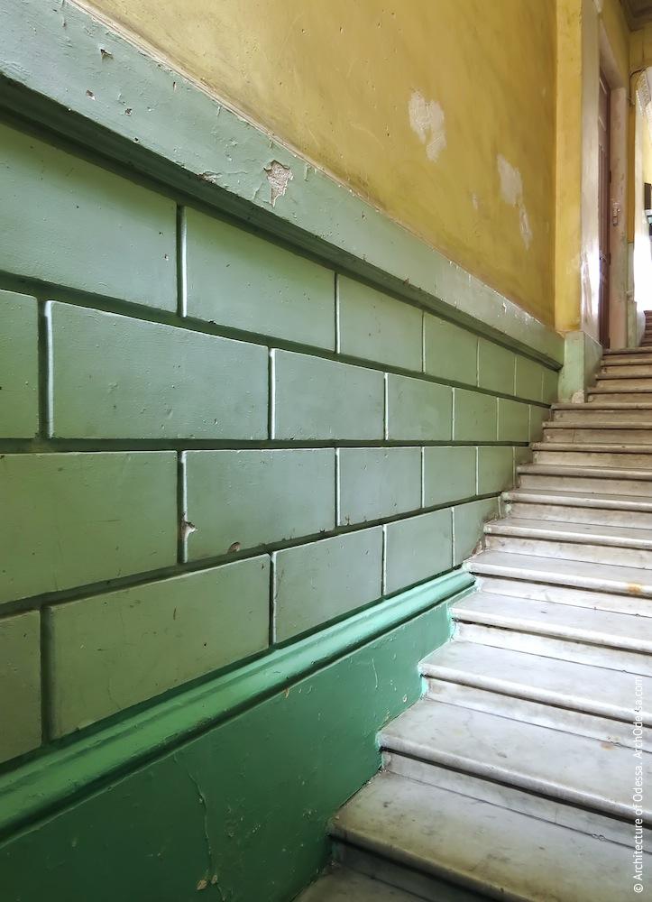 Руст нижней части стен в шлюзе