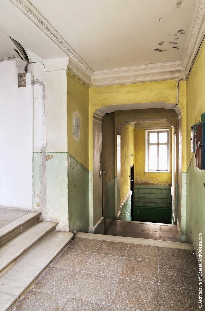 Лестничный шлюз, общий вид с площадки дворницкой
