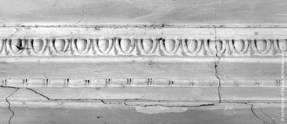 Фрагмент карниза потолка лестничной клетки