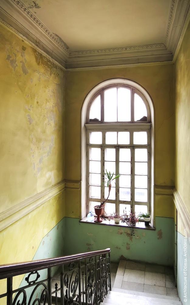 Верхнее световое окно лестничной клетки