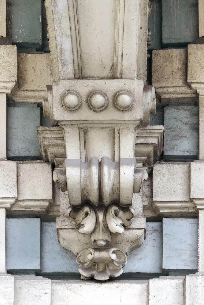 Декор нижней части консоли