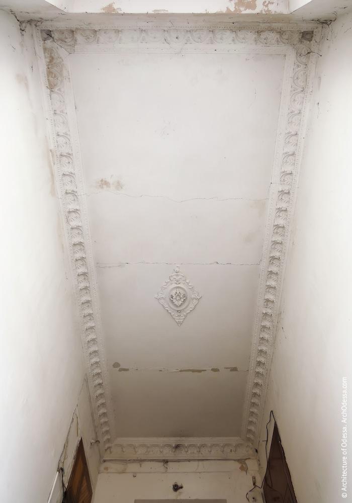 Потолок лестничной клетки, общий вид