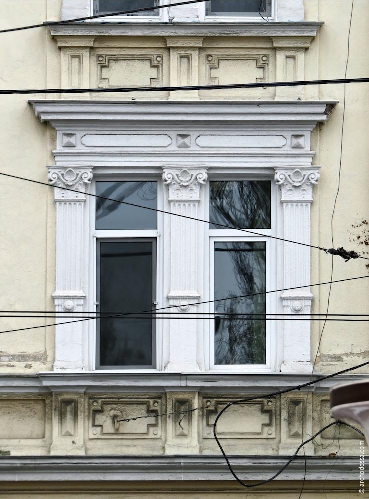Здвоєні вікна кутового крила