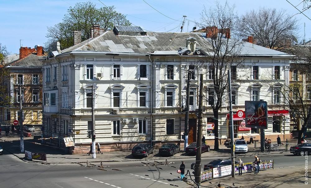 Фасад з боку Канатної, кутове крило