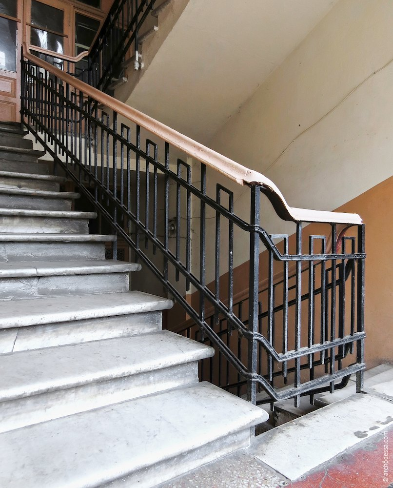 Railings, general view of the flight of stairs