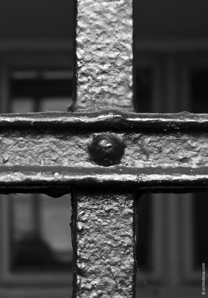 Railings, fastening of the rods