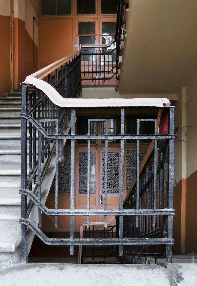 Railings, the horizontal stair banister between flights of stairs