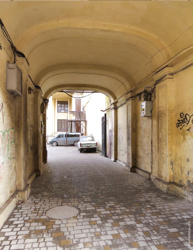 Внутренний вид со стороны улицы