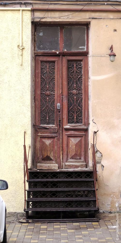 Дверь лестничной клетки