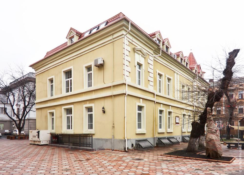 Фасад по Новосельского и торец со стороны Кирхи