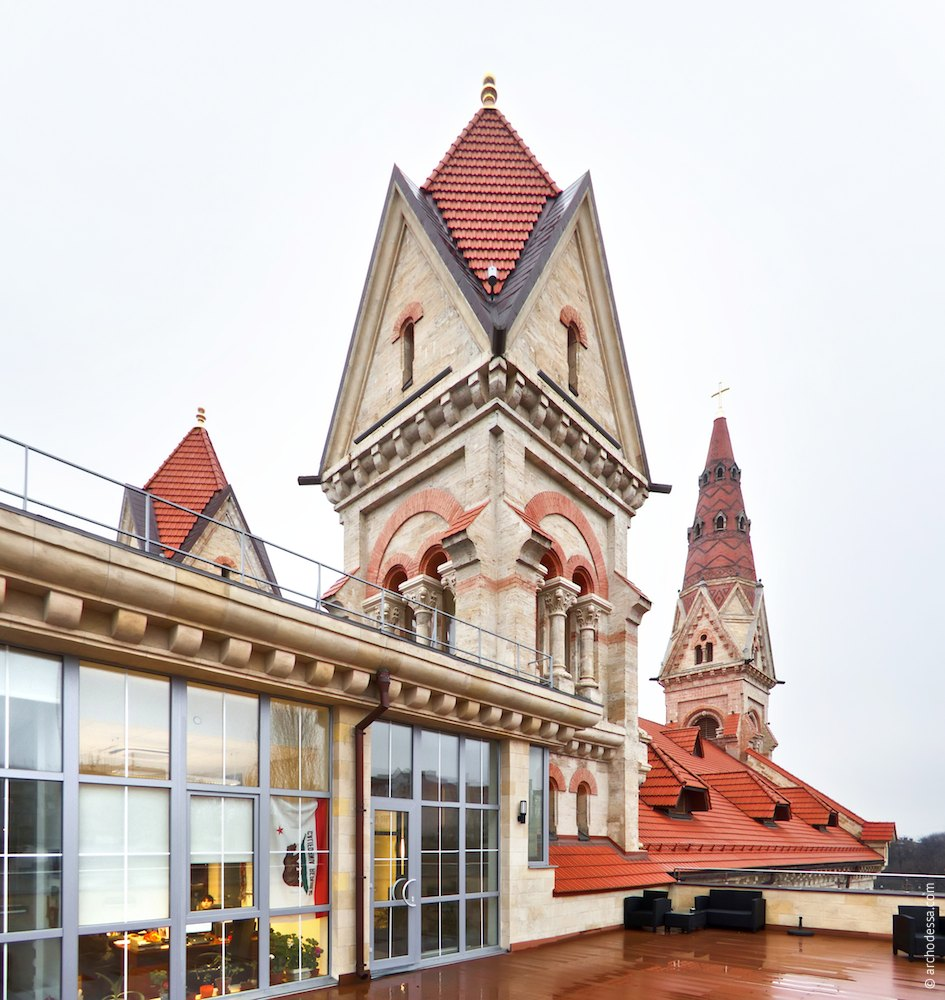 Left-side tower, a view from the new wing roof