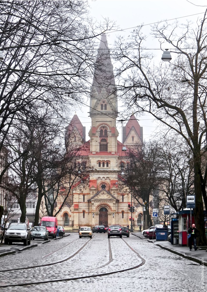 Main façade in Dvoryanskaya Street view