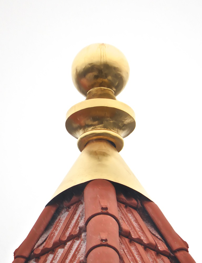 Right-side tower, the element, crowning the hipped roof