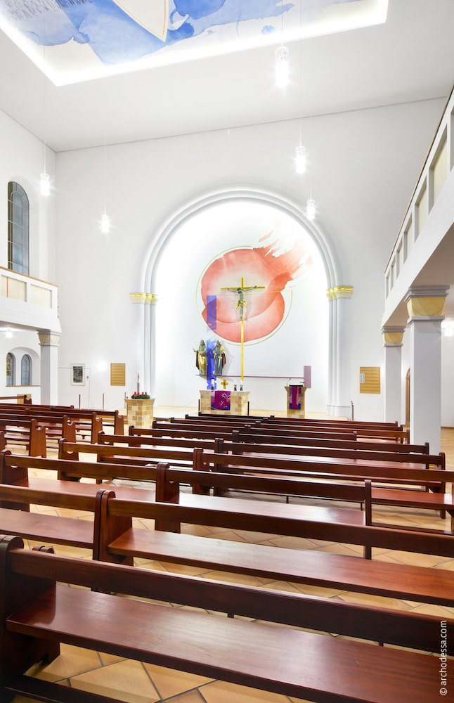 General view of the altar