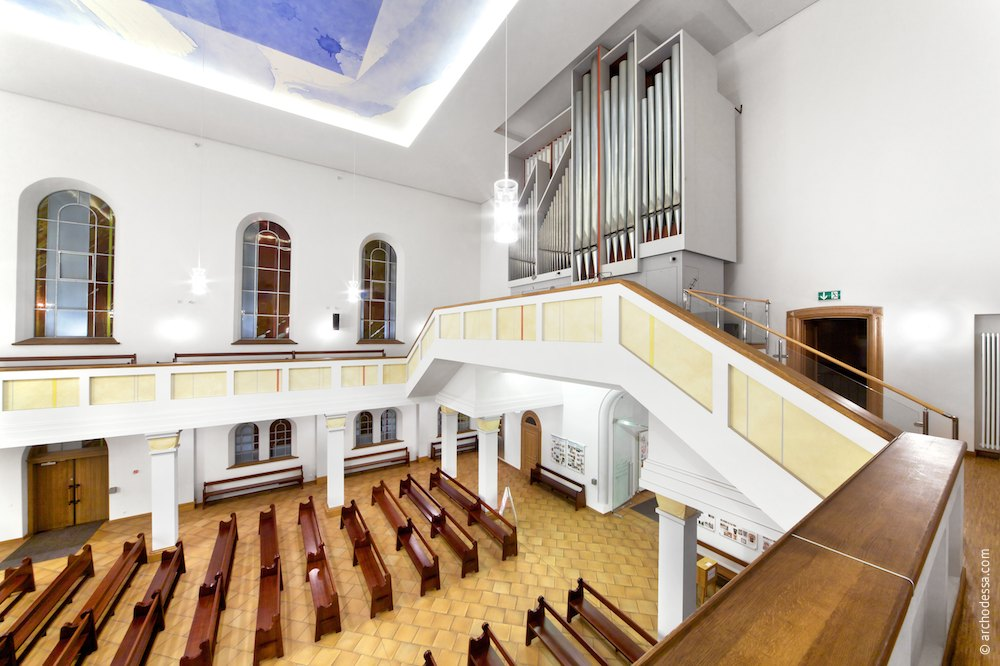 General view of the choir