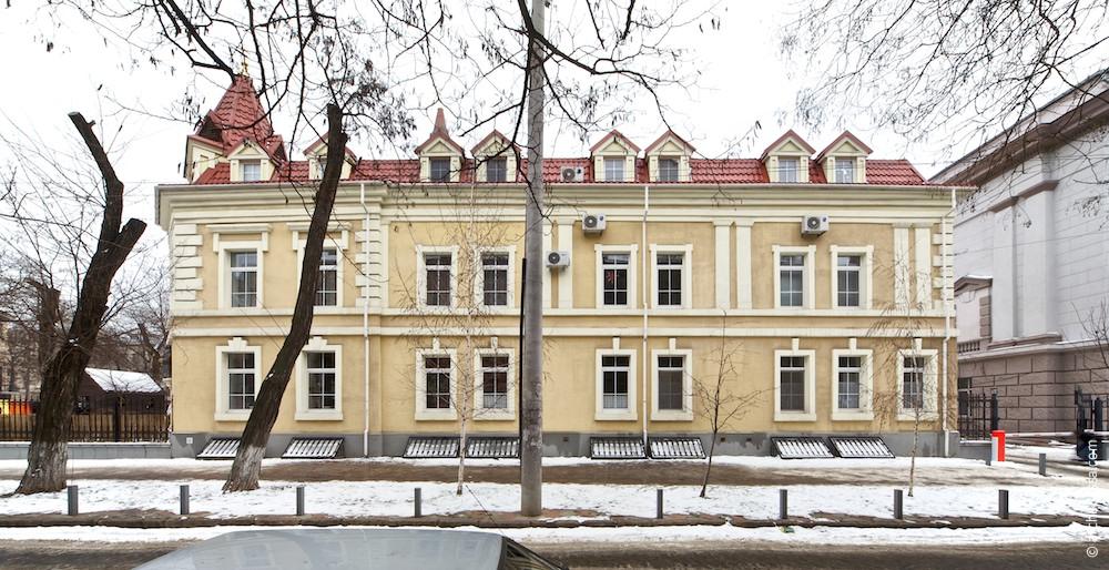 Фасад по переулку Топольского