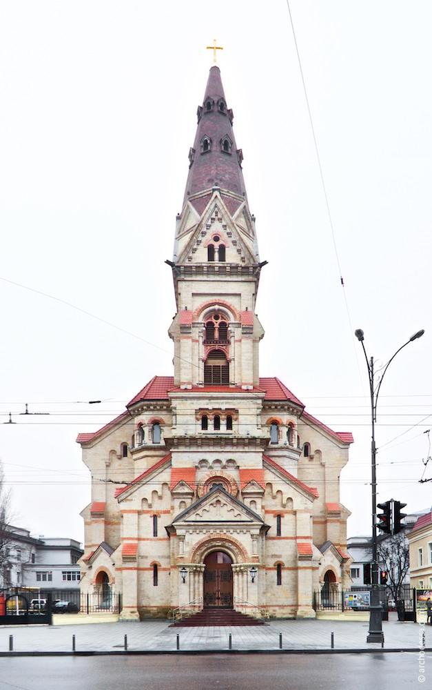 Main façade facing Novoselsky Street
