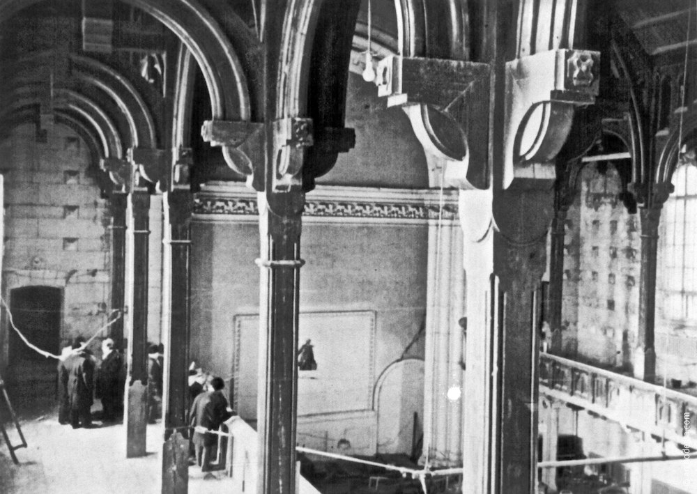Interior columns, photograph of the midst 1960s