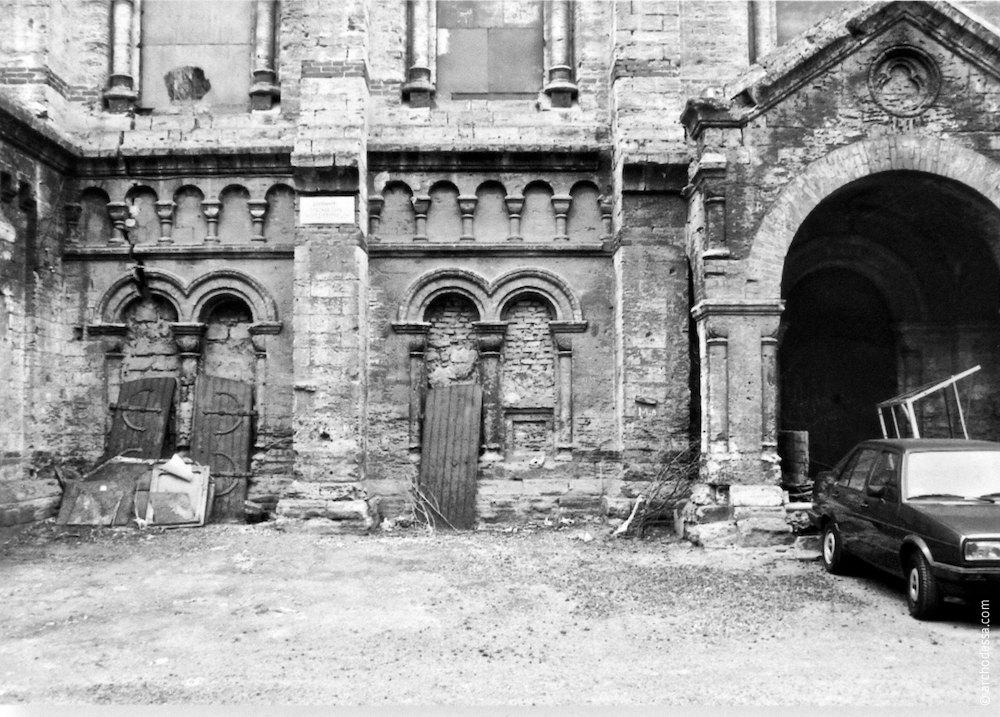 Фрагмент руинированного фасада (вторая половина 1990-х годов)