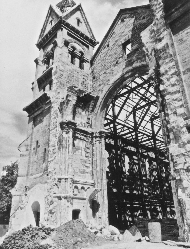 Interior aperture after the dangerous apse demolition