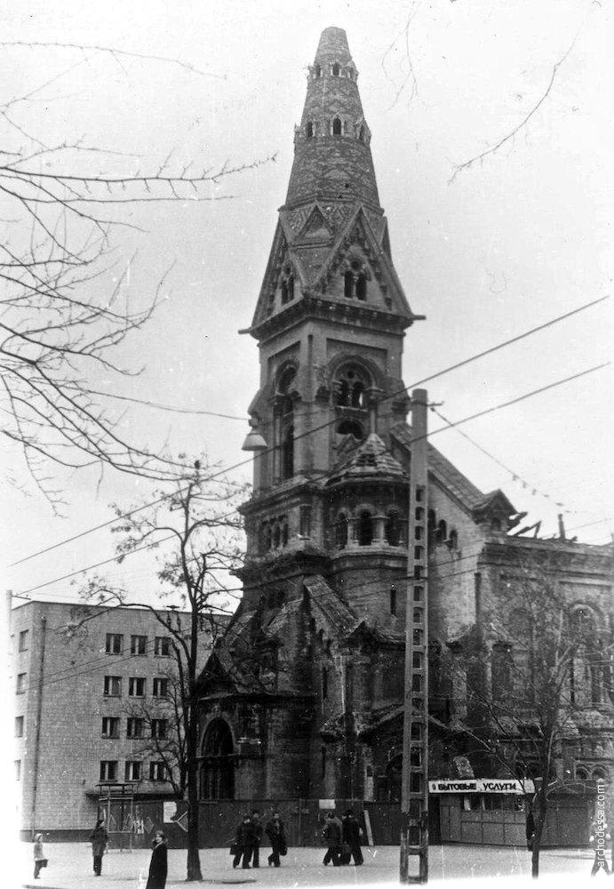 Колокольня, фото рубежа 1970-х и 1980-х годов (фотограф Н. Дуценко)