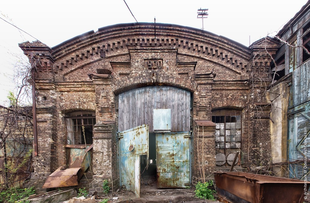 Загальний вигляд фасаду, зверненого до великого паровозного цеху