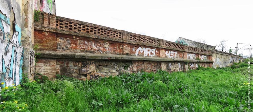 Цегляний погріб, вигляд з боку залізничних колій