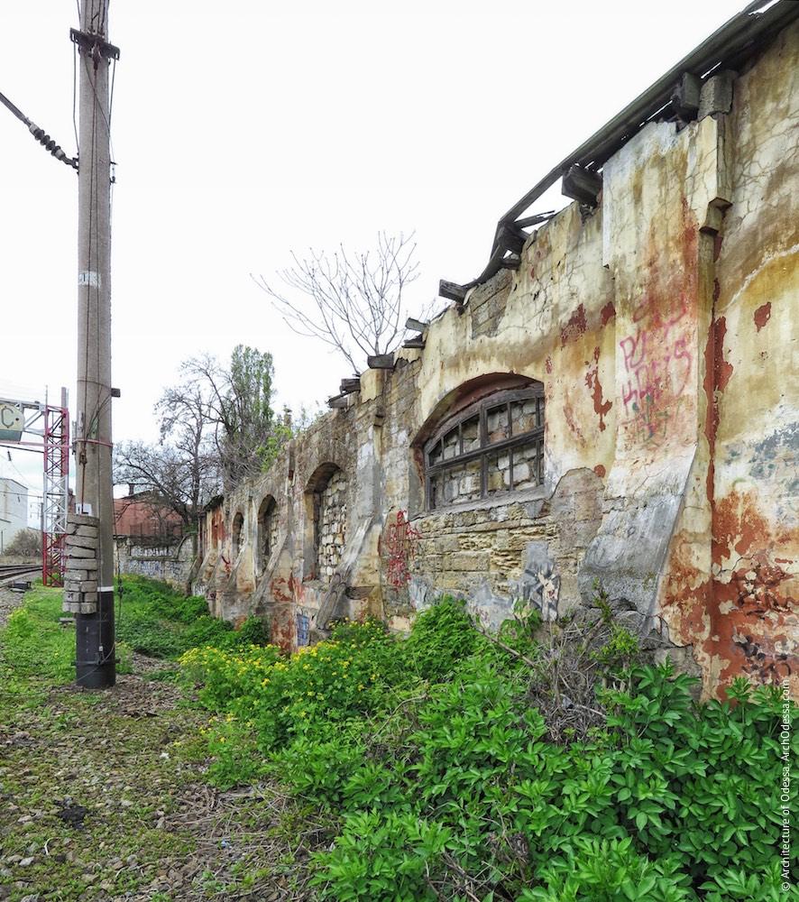 Пакгауз, найближчий до виробничих корпусів, фрагмент фасаду