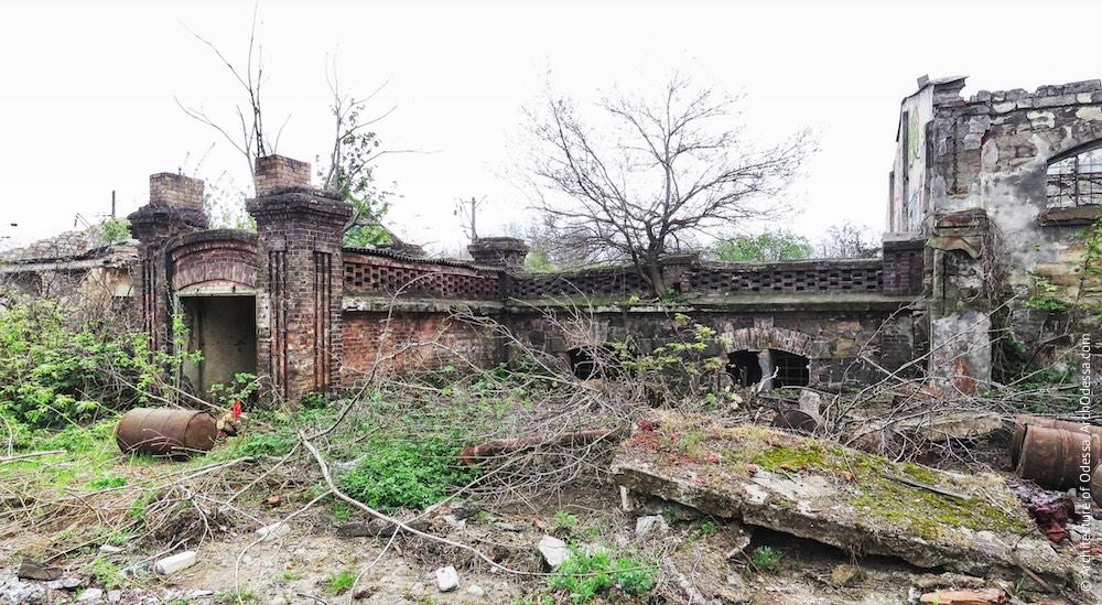 Цегляний погріб, вигляд з території заводу
