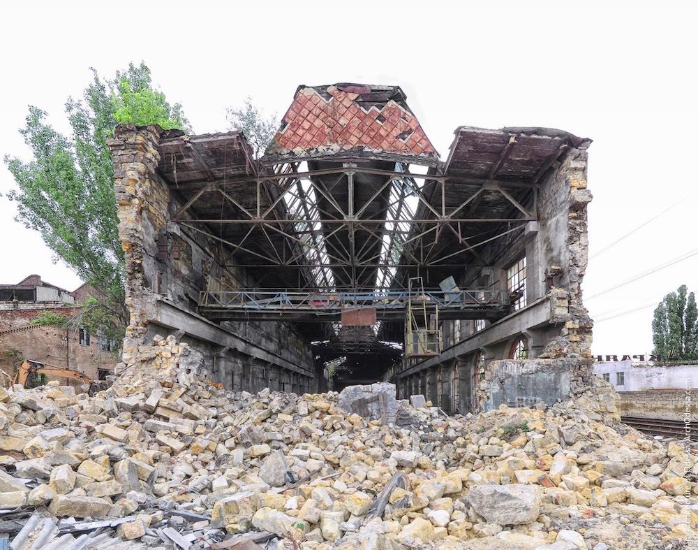 Лівобічний корпус після обвалення сусідньої будівлі