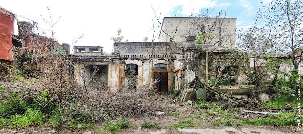 Найближча до заводоуправління будова, тильний фасад