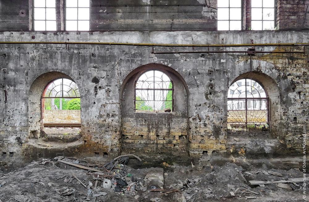 Головні корпуси ковальсько-ливарних майстерень, правобічний корпус, внутрішній вигляд вікон чолового фасаду