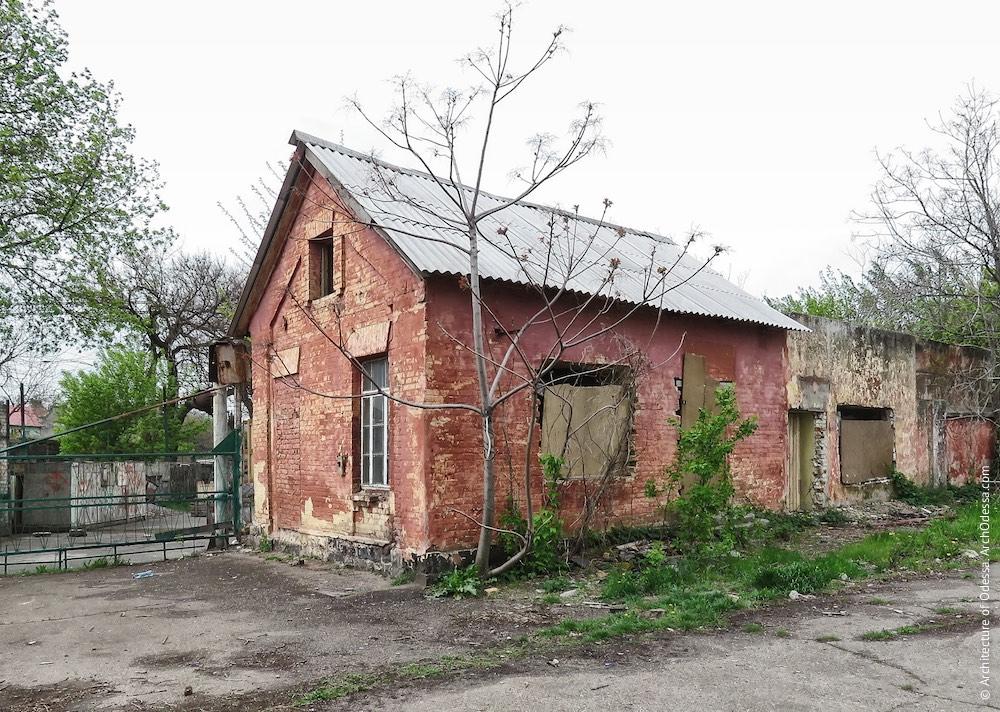 Сторожовий будиночок біля в'їзду з боку Чернишевського