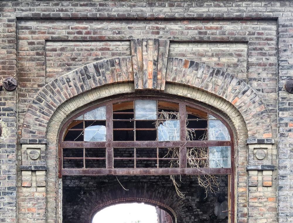 Фрагмент оздоблення бічного фасаду