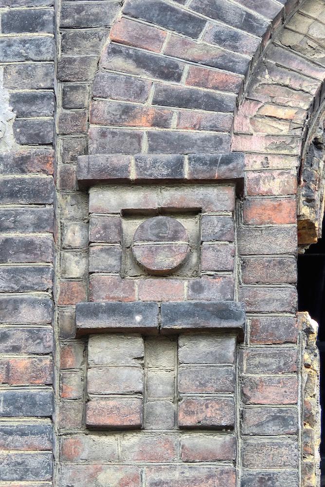 Деталь оздоблення бічного фасаду