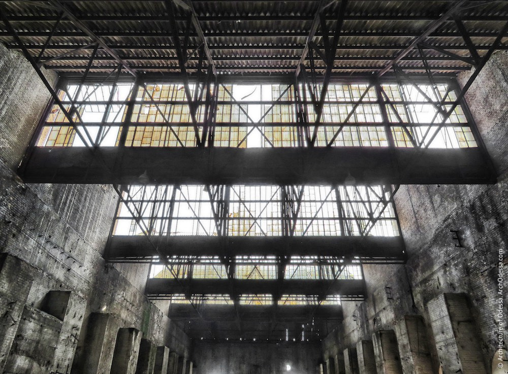 Внутрішній вигляд правобічного (при погляді від ковальсько-ливарних майстерень) цеху, фрагмент унікальних світлових перекриттів
